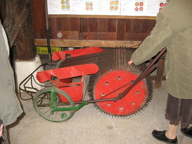 Машина для сбора яблок на сидр