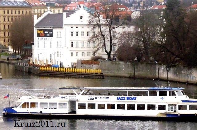 Чехия Прага. Набережная Влтавы