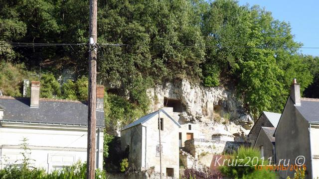Достопримечательности Франции. Пещеры троглодитов в Ланже.